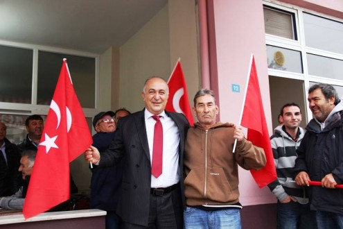 BAŞKAN SİLPAGAR'DAN ESNAFLARA TÜRK BAYRAĞI