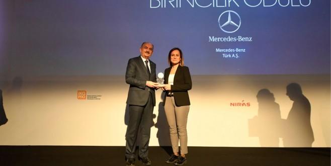 """Mercedes-Benz Türk, """"Çalışma Hayatında Toplumsal Cinsiyet Eşitliği Ödülü""""nü aldı"""